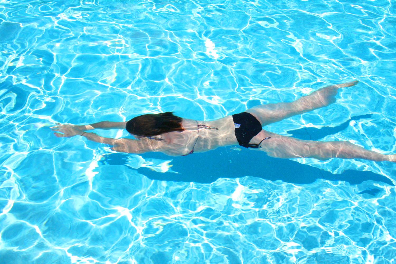 Benessere in piscina: in forma con il nuoto controcorrente » RetePiscine