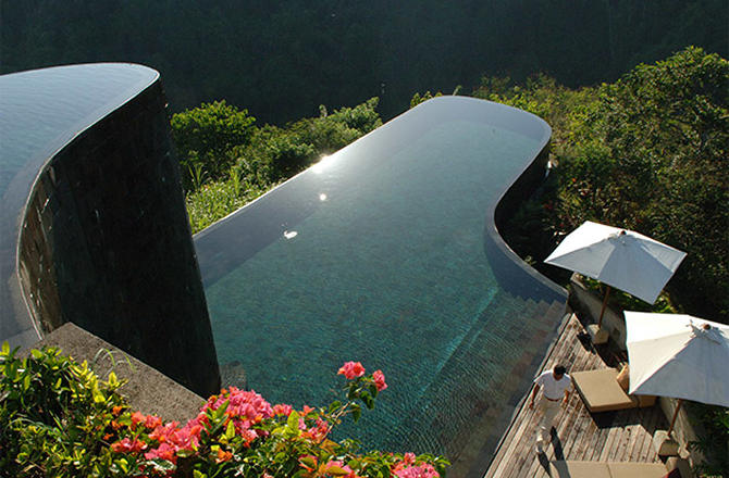 unusual-swimming-pools-hanging-gardens